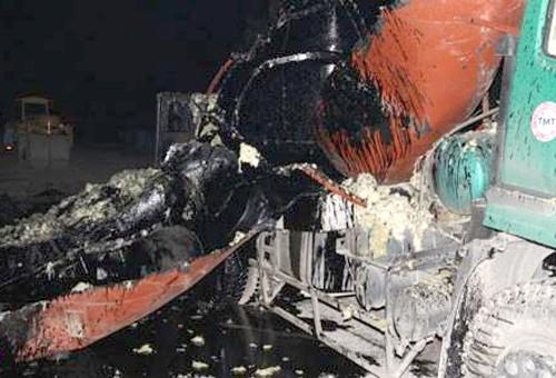 Xe bồn chở nhựa đường nổ tung thành nhiều mảnh. Ảnh: Báo Bắc Giang.
