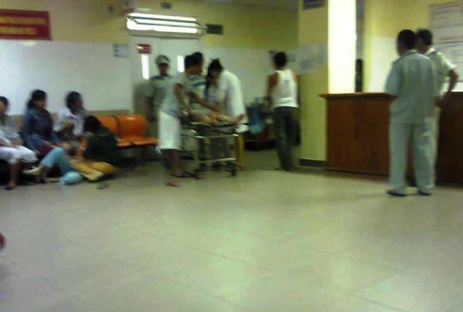 Sau khi lãnh đạo bệnh viện giải thích nguyên nhân, bác sĩ trực xin lỗi, người nhà mới chịu đưa chị T. về lo hậu sự.