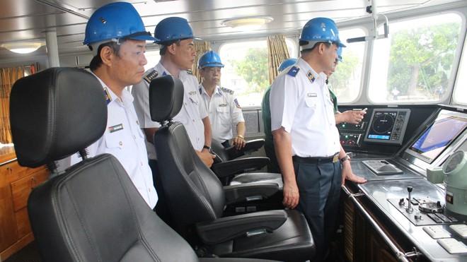 Lãnh đạo Cảnh sát biển Việt Nam tham quan tàu CSB 4035.