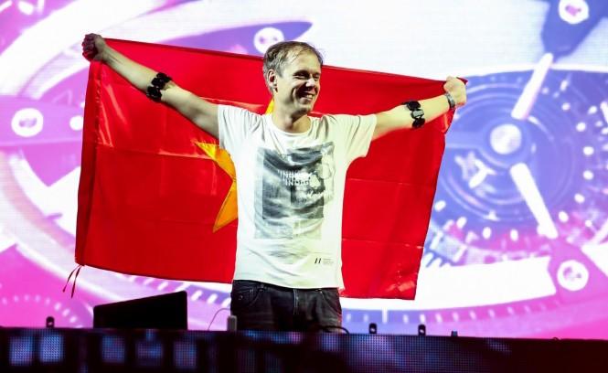 DJ số 1 thế giới Armin quay trở lại Việt Nam vào tháng 12/2017