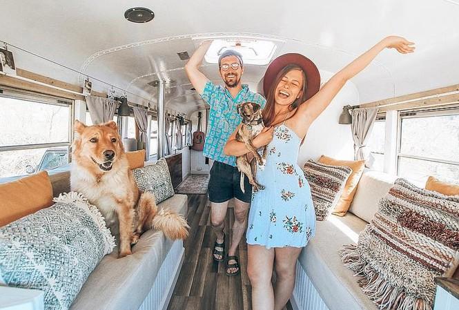 Cặp đôi biến xe thành nhà để đi du lịch thế giới