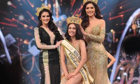 Tân Hoa hậu Hoà bình Thái Lan Coco Arayha Suparurk trong phút đăng quang.