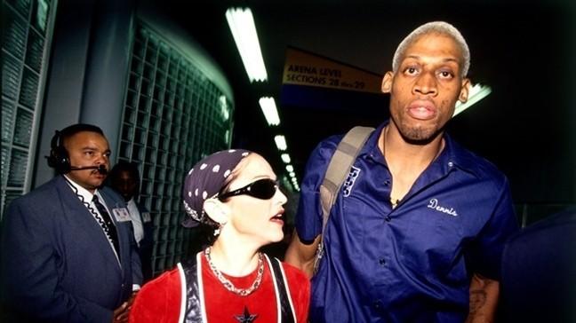 Madonna và Dennis Rodman quen nhau đầu những năm 1990.