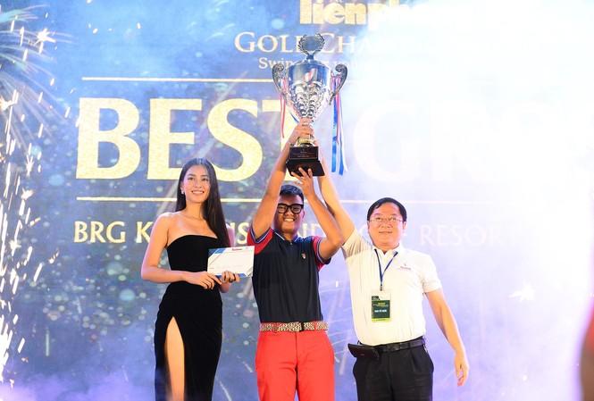 Golfer 17 tuổi Nguyễn Nhất Long vô địch Tiền Phong Golf Championship 2020. Ảnh: Dương Triều