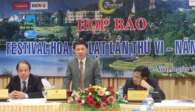 Lãnh đạo tỉnh Lâm Đồng họp báo Festival hoa Đà Lạt sáng 1/12. Ảnh: T.Q.