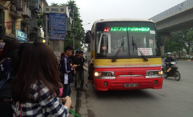 Lùm xùm quanh gói thầu xe buýt có trợ giá. Ảnh: Đ.H.