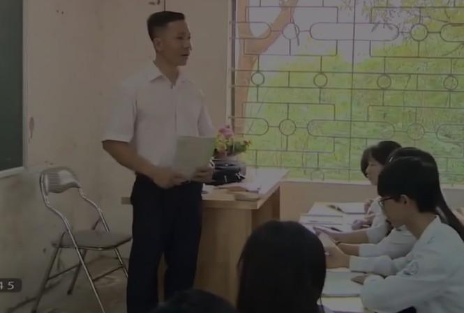 Thầy giáo Vương Thành Trung trên bục giảng