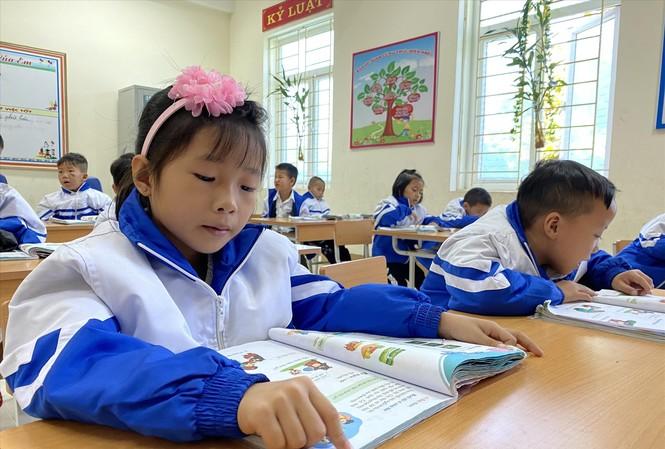 Với những bài đọc, từ ngữ chưa thật sự phù hợp với học sinh lớp 1, giáo viên sẽ giải thích cho các em