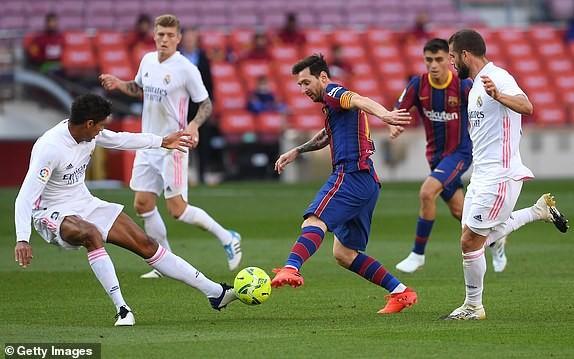 Barcelona gục ngã trước Real Madrid ở trận Siêu kinh điển