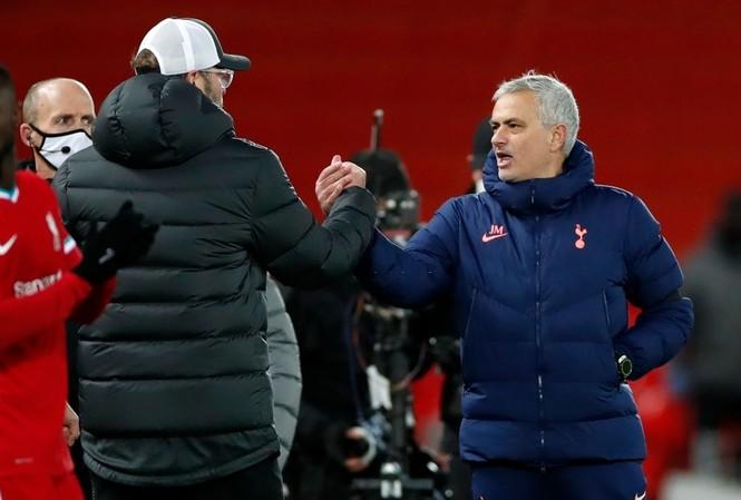 HLV Jose Mourinho thua nhưng không phục Liverpool.