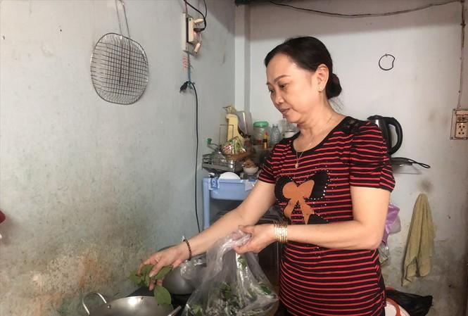 Chị Kim Phượng hơn 15 năm làm công nhân tại TPHCM vẫn đang ở nhà trọ
