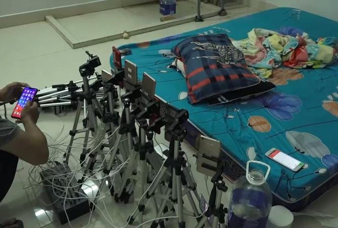 """Các thiết bị quay phim, ghi hình 5 đối tượng người Trung Quốc sử dụng để """"sản xuất"""" phim đồi trụy, phát tán lên mạng"""