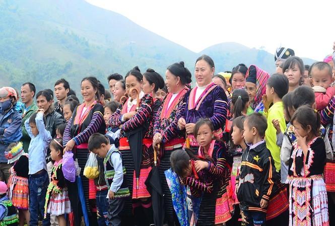 Người Mông dành nhiều thời gian để đi chơi vào dịp Tết Độc lập