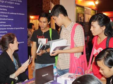 Thắt chặt xin thị thực du học Anh