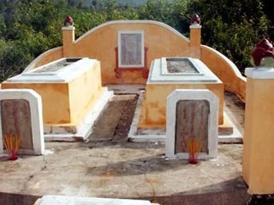 Kì bí hai ngôi mộ bị xiềng ở Đà Nẵng