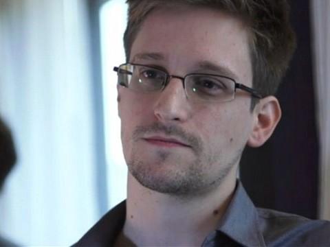 """Edward Snowden, """"kẻ tội đồ"""" của nước Mỹ đang muốn tìm việc làm ở Nga"""