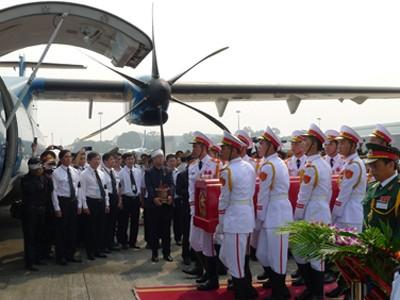 Chùm ảnh: Tiễn đưa Đại tướng tại sân bay Nội Bài