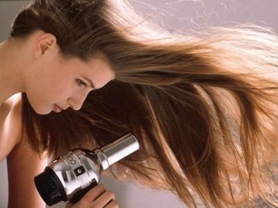 Mẹo giữ cho tóc luôn cụp và vào nếp