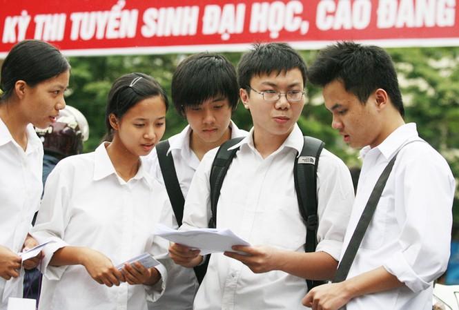 Thí sinh dự thi ĐH-CĐ năm 2011 Ảnh: Hồng Vĩnh