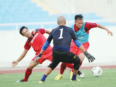 Bóng đá Việt Nam 'rớt hạng' ở khu vực