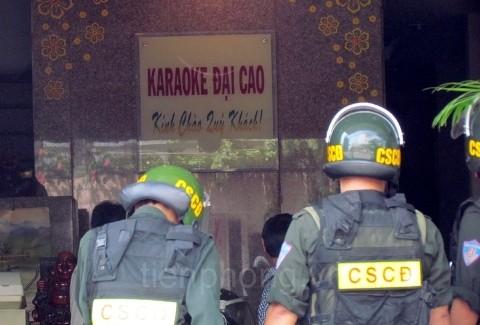 ẢNH: Khám nhà nhóm người đánh Phó Giám đốc Sở
