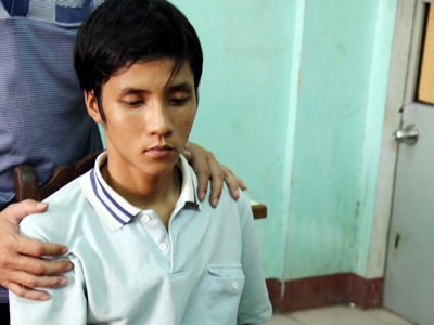 Bé 15 tuổi mang thai bị bạn trai cắt cổ