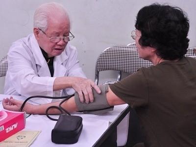 Phòng khám từ thiện của các bác sĩ tuổi 80