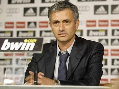 """Mourinho được mời gọi tới Anzhi dẫn dắt với mức lương """"khủng"""""""