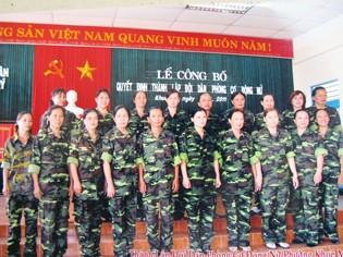 Đội dân phòng nữ phường Khuê Mỹ ngày thành lập Ảnh: Nam Cường