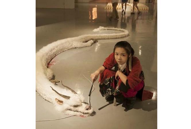 Ảnh rồng trắng tại triển lãm ở Trung Quốc.