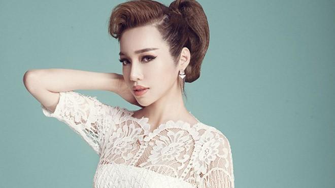Elly Trần khoe vẻ đẹp 'gái hai con'