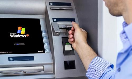 Nhiều ATM bị tội phạm cài thiết bị skimming để lấy cắp toàn bộ thông tin khi chủ thẻ rút tiền.