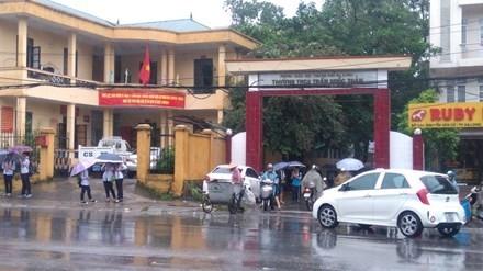 Rất nhiều thầy cô ở trường THCS Trần Quốc Toản và nhiều trường khác ở Hạ Long đã chờ hiến máu cứu học trò. Ảnh: Tiền Phong.