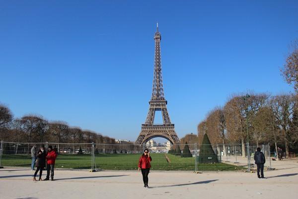 Tháp Effeil được xây dựng năm 1889, một công trình vĩ đại phục vụ Đại Triển lãm toàn cầu lần đầu tiên tổ chức tại Pháp vào năm 1885. Ảnh: Việt Hùng