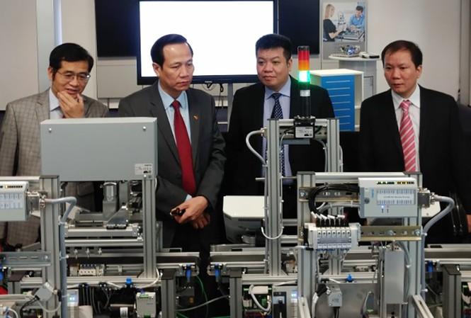 Bộ trưởng LĐ-TB&XH Đào Ngọc Dung và đoàn công tác thăm nhà máy Festo Baden