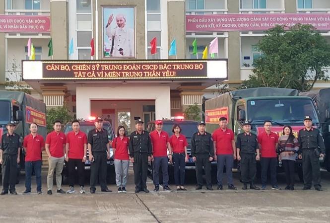Vietlott cùng Trung đoàn Cảnh sát cơ động Bắc Trung Bộ cứu trợ tại Hà Tĩnh, Quảng Bình