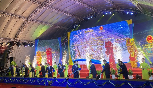 Lễ khởi công dự án quảng trường biển và Trao bằng di tích cấp quốc gia đặc biệt di tích lịch sử, danh lam thắng cảnh Sầm Sơn