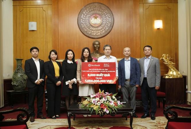Tập đoàn BRG và SeABank trao tặng 5.000 suất quà trị giá 1 tỷ đồng ủng hộ người dân miền Trung bị ảnh hưởng bởi bão lũ