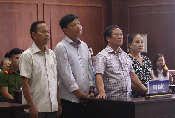 Vợ chồng ông Trương Huy Liệu tại Tòa phúc thẩm