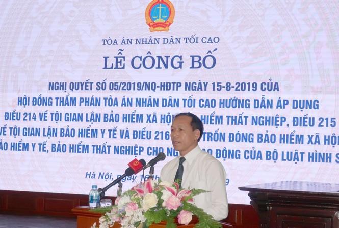 Phó Chánh án TAND Tối cao Nguyễn Trí Tuệ công bố Nghị quyết 05/2019 hướng dẫn áp dụng 3 điều trong Bộ Luật Hình sự 2015 về các tội danh liên quan tới BHXH, BHYT, BHTN.