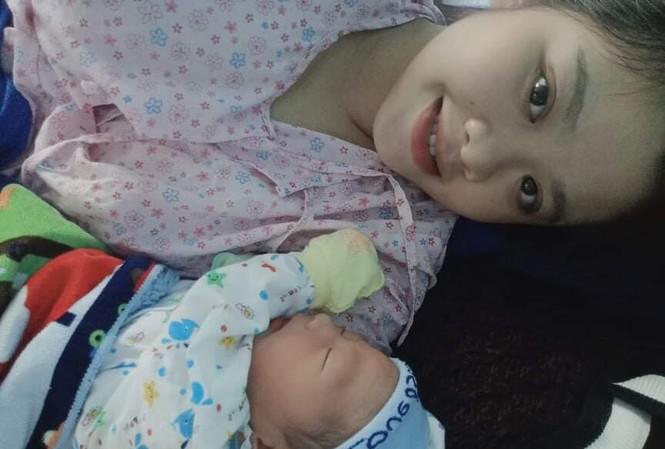 Mẹ con Hương Lan hạnh phúc bên nhau. Ảnh: Nhân vật cung cấp
