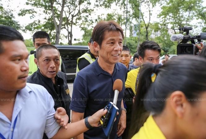 Dẫn dắt tuyển Thái Lan, HLV Nhật nhận lương gấp ba ông Park Hang Seo