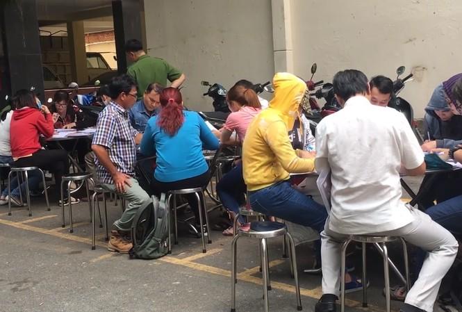 Nhiều người dân đến cơ quan công an tố cáo công ty Alibaba.