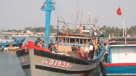 Tàu cá QNa 91939 trở về đất liền sau chuyến biển kinh hoàng, bị cướp sạch. Ảnh: Nguyễn Thành