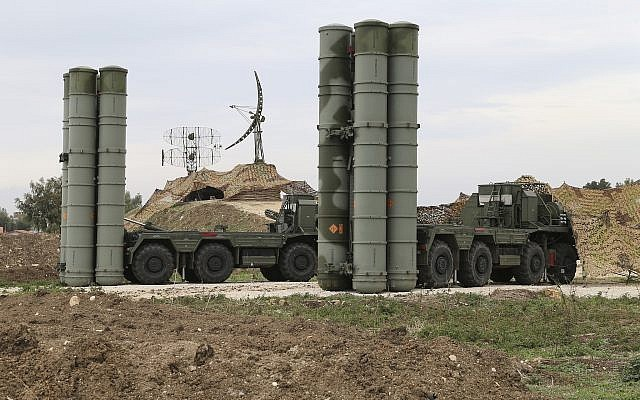 Hệ thống phòng thủ S-400 của Nga. Ảnh: AP