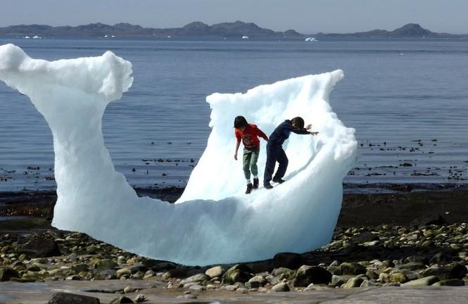 Greenland có 80% diện tích bị bao phủ bởi băng giá. Ảnh: Reuters