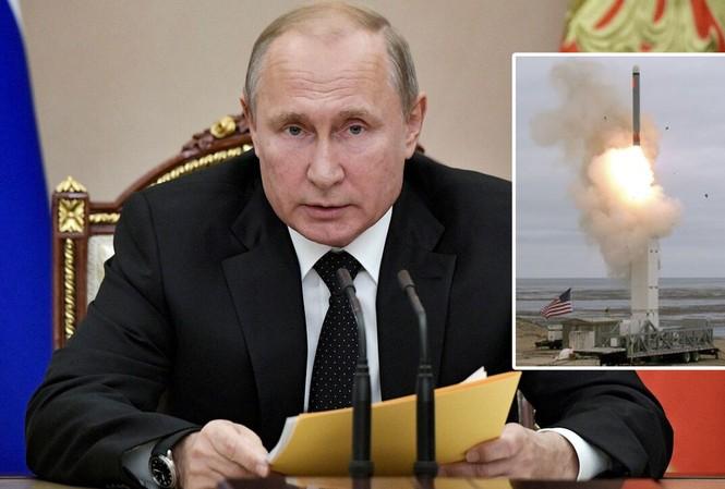 Tổng thống Vladimir Putin trong buổi họp với Hội đồng An ninh Nga ngày 23/8 tại Moscow. Ảnh: Điện Kremlin