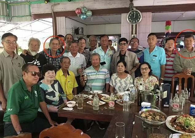 Ông Suthat (khoanh đỏ bên phải) và ông Thanapat (khonh đỏ bên trái). Ảnh: Daily Mail