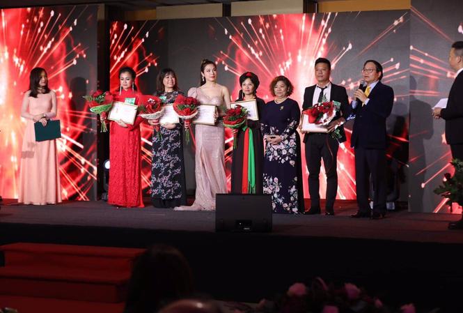 Ban Tổ chức tặng 5 huy chương vàng cho 5 thí sinh: Lại Hồng Đạo (Đức), Nguyễn Thị Thanh Huyền (Ba Lan), Hồ Ngọc Nga (Hungary), Trần Lê Na (Ba Lan), Nguyễn Thị Kim Liên (Thái Lan).
