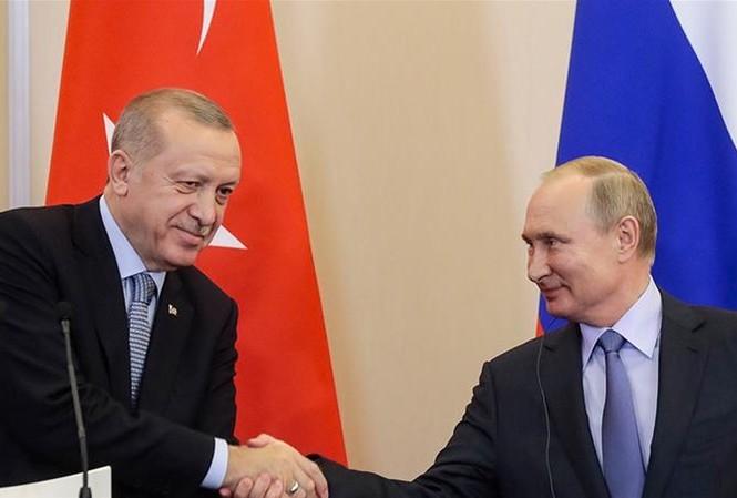 Tổng thống Nga Vladimir Putin và Tổng thống Thổ Nhĩ Kỳ Recep Tayyip Erdogan. Ảnh: AP